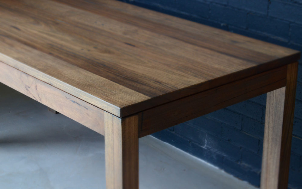 hugo dining table feature
