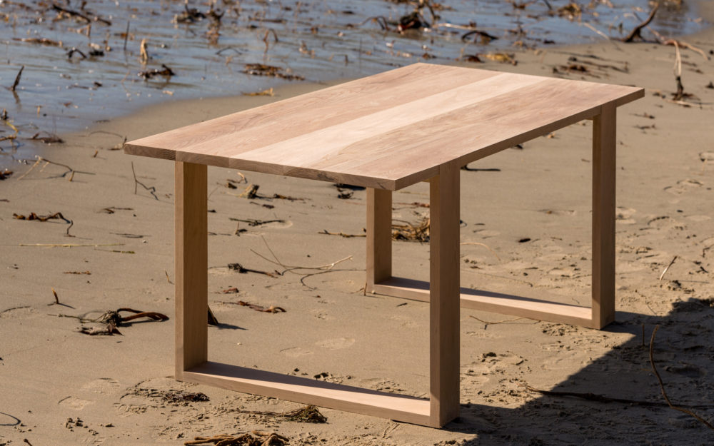 augustus dining table feature